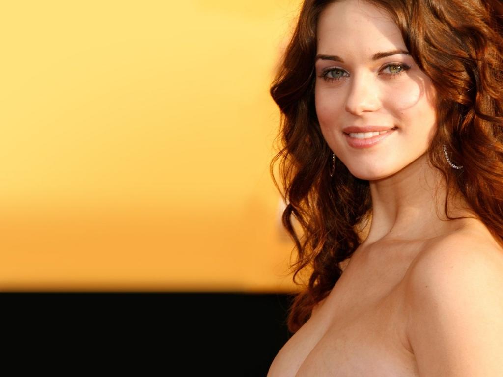 Lyndsy Fonseca Sexy