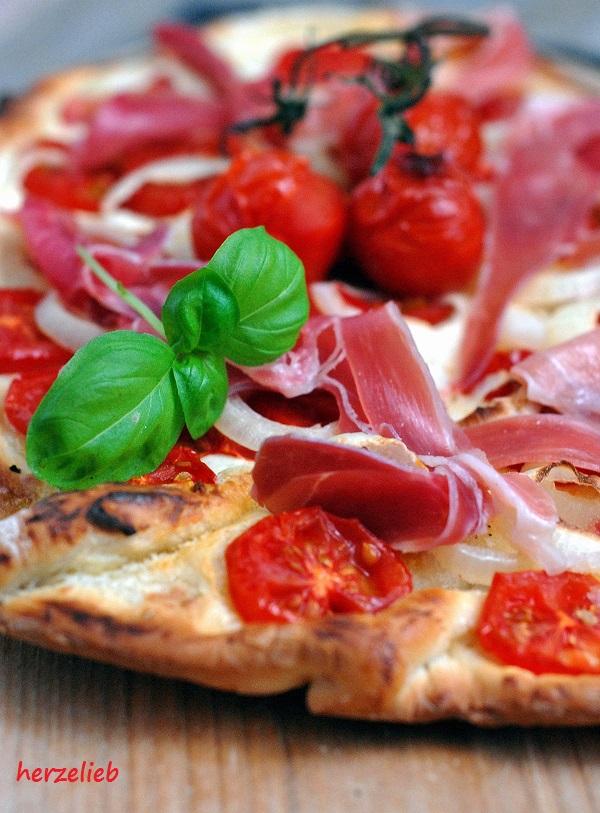 blonde pizza rezept snack mit frischk se statt tomatenso e herzelieb. Black Bedroom Furniture Sets. Home Design Ideas