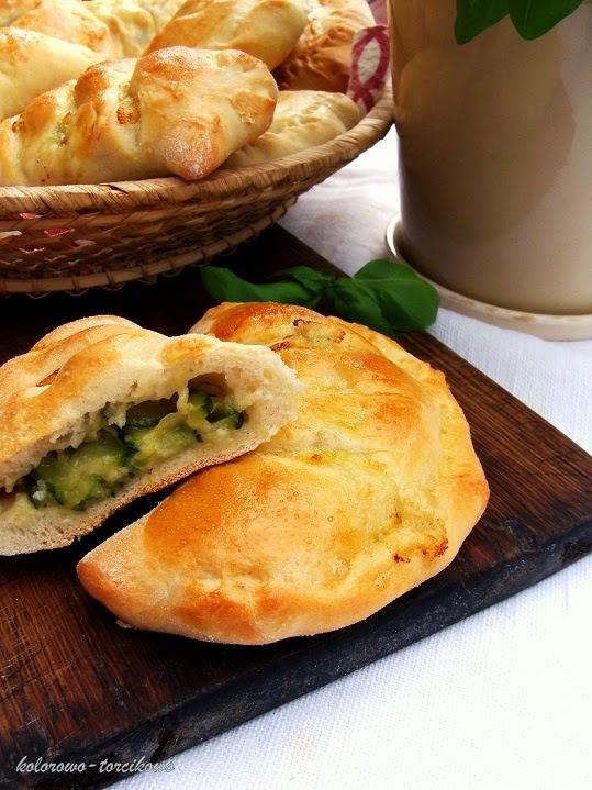 Calzone z cukinią i gorgonzolą ( calzoni )