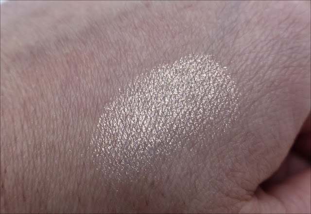 MAC Vanilla Pigment Review