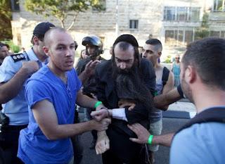 Israel demite policiais depois do ataque na Parada Gay