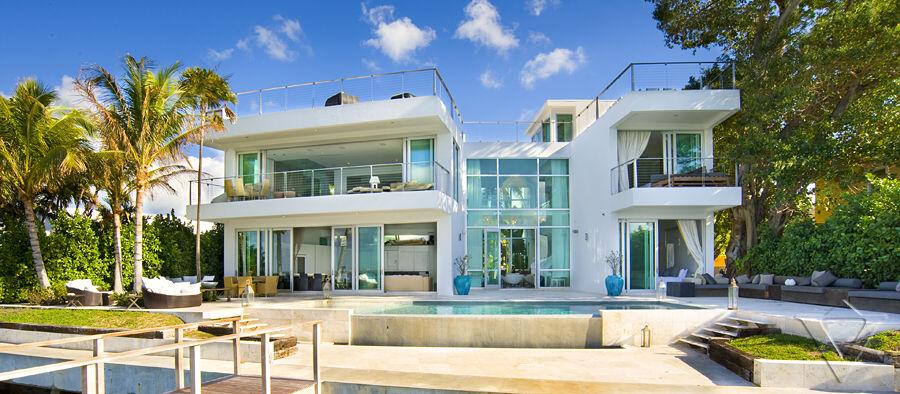 Nuevas mansions casa valentina for Fachadas de casas en miami florida