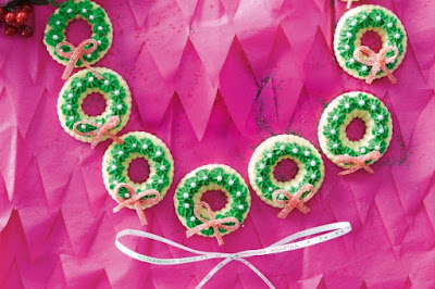 Itty-bitty Christmas wreaths Recipe