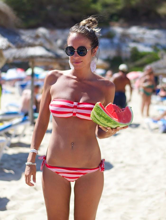 bikini bianco e rosso