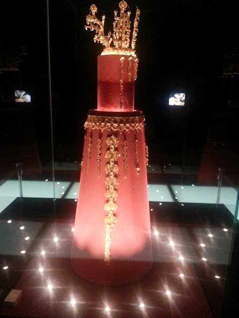 Head dress and waist belt of the Josean Dynasty at National Museum of Korea