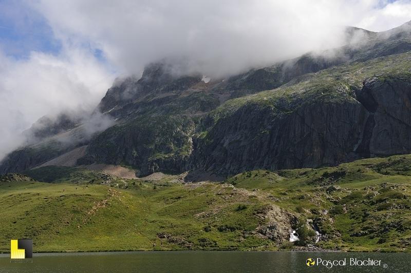 le lac besson se déverse dans le lac noir photo pascal blachier