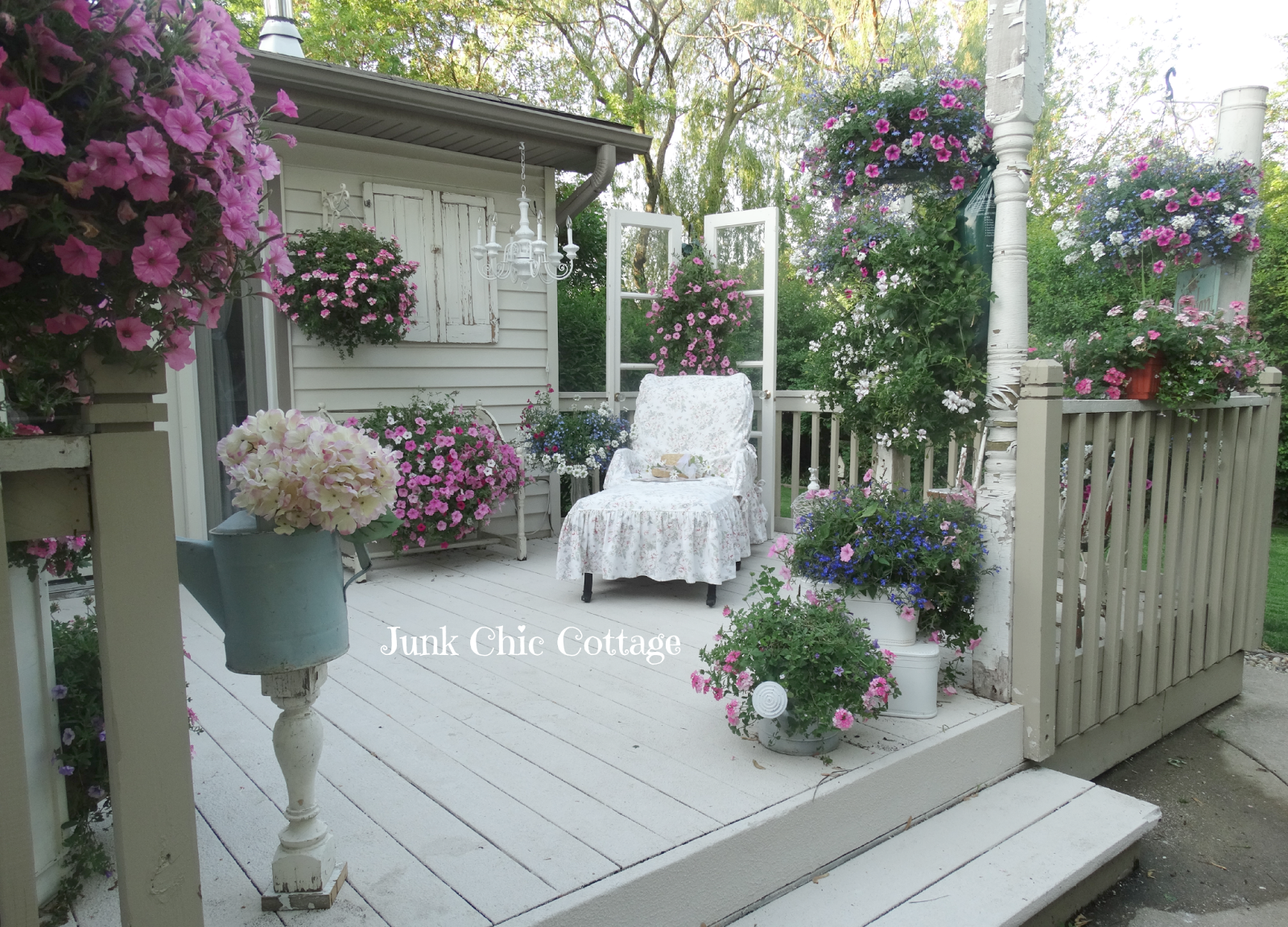junk chic cottage garden tour anyone. Black Bedroom Furniture Sets. Home Design Ideas