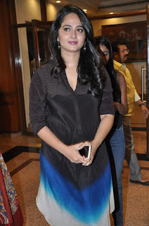 Anushka Shetty looks cute and old in Strange Kurti at Rudramadevi Success Meet