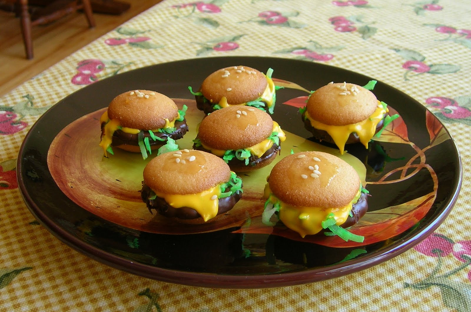 White Cedar Inn Today: Mini Cheeseburger Cookies