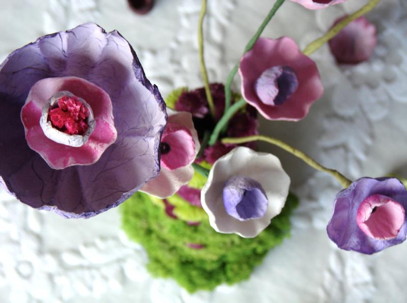 vaso di fiori in stile boho con fiori di carta