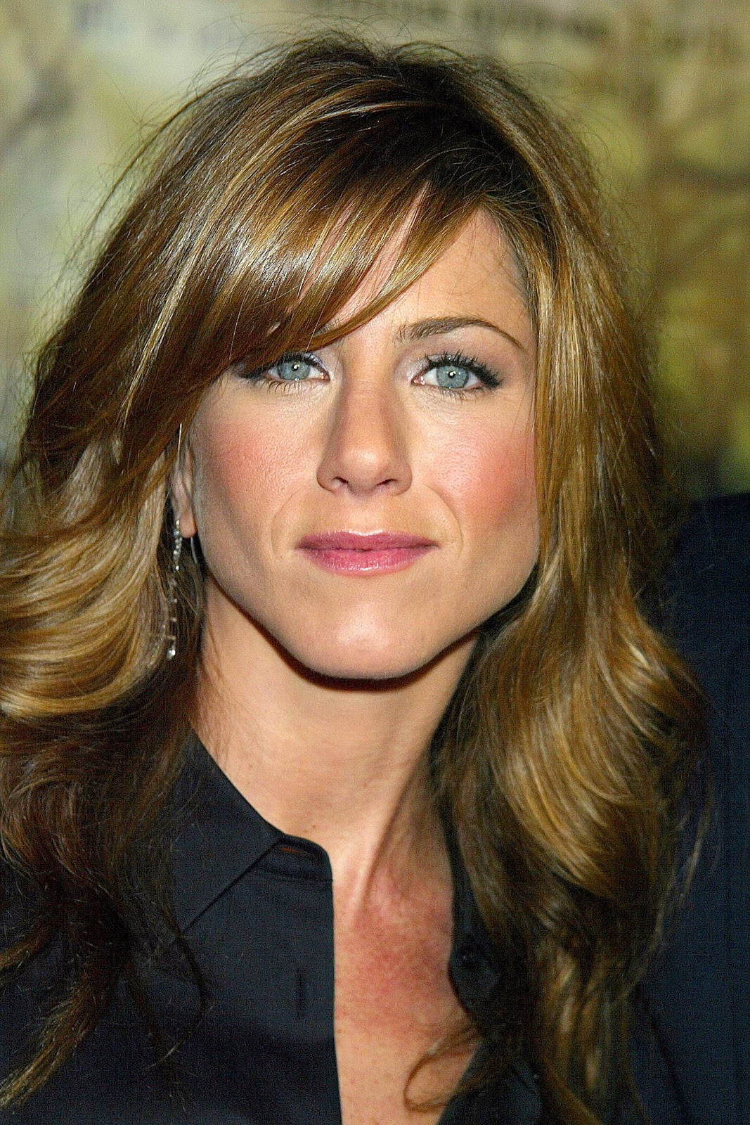 http://1.bp.blogspot.com/-Mp0Kgg-05UA/TlAD0T8RTlI/AAAAAAAAAOU/cLO07DhD0z0/s1600/Jennifer-Aniston-movie-pics-pictures-photos-images-adam-bio+%25281%2529.jpg