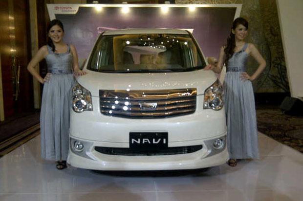 Harga Toyota NAV1 2013 di Surabaya