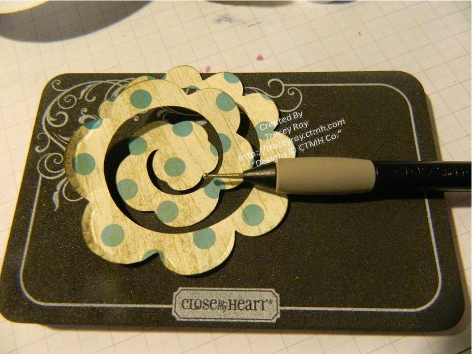 FREE TUTORIAL PAPER FLOWER DISTRESSING AND EMBOSSING