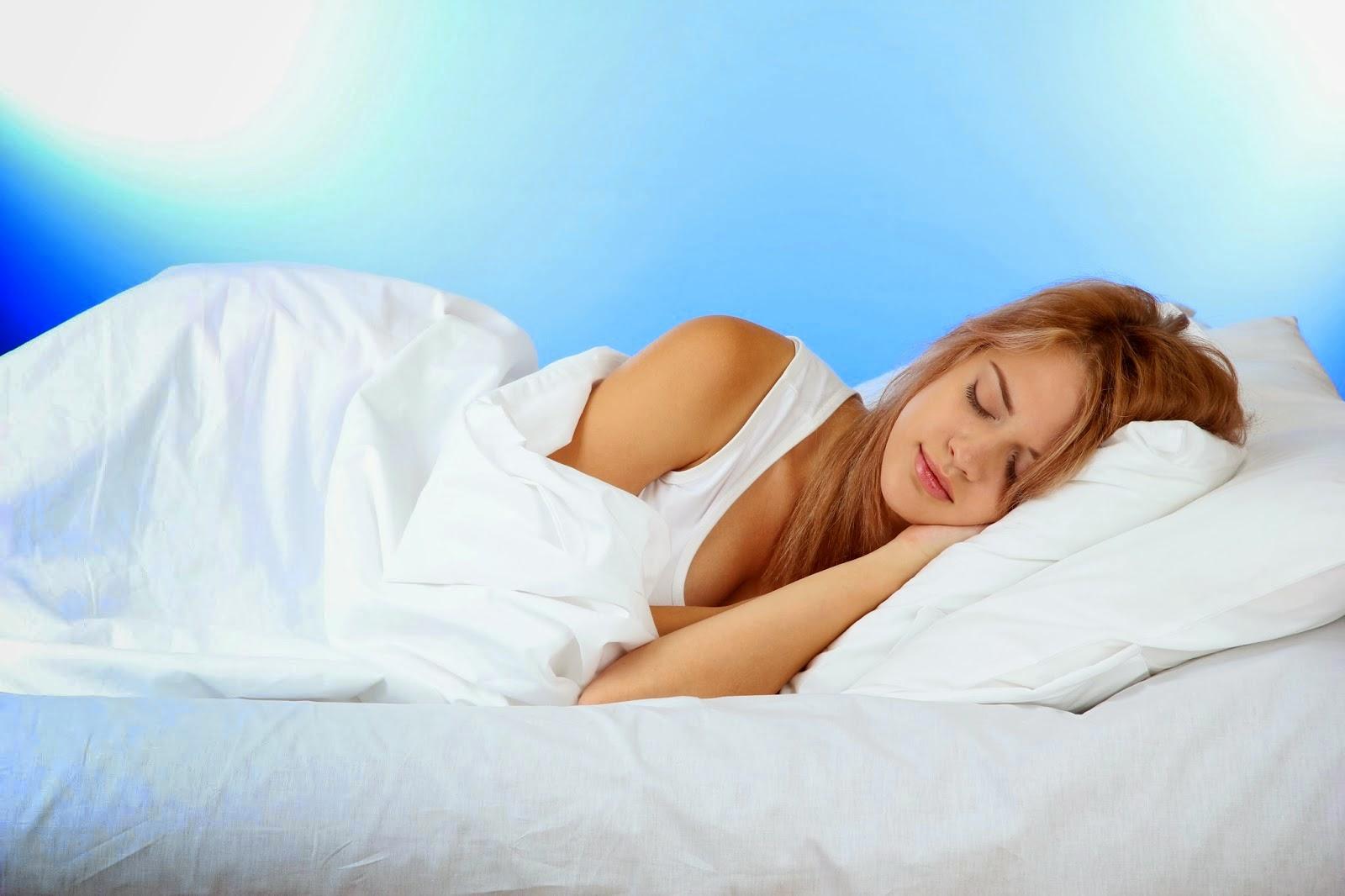 Спящая молодая девушка 20 фотография