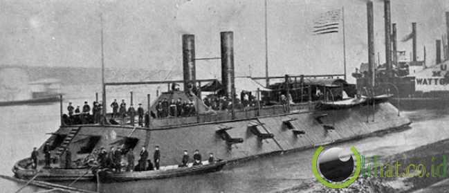 4. Kapal Perang