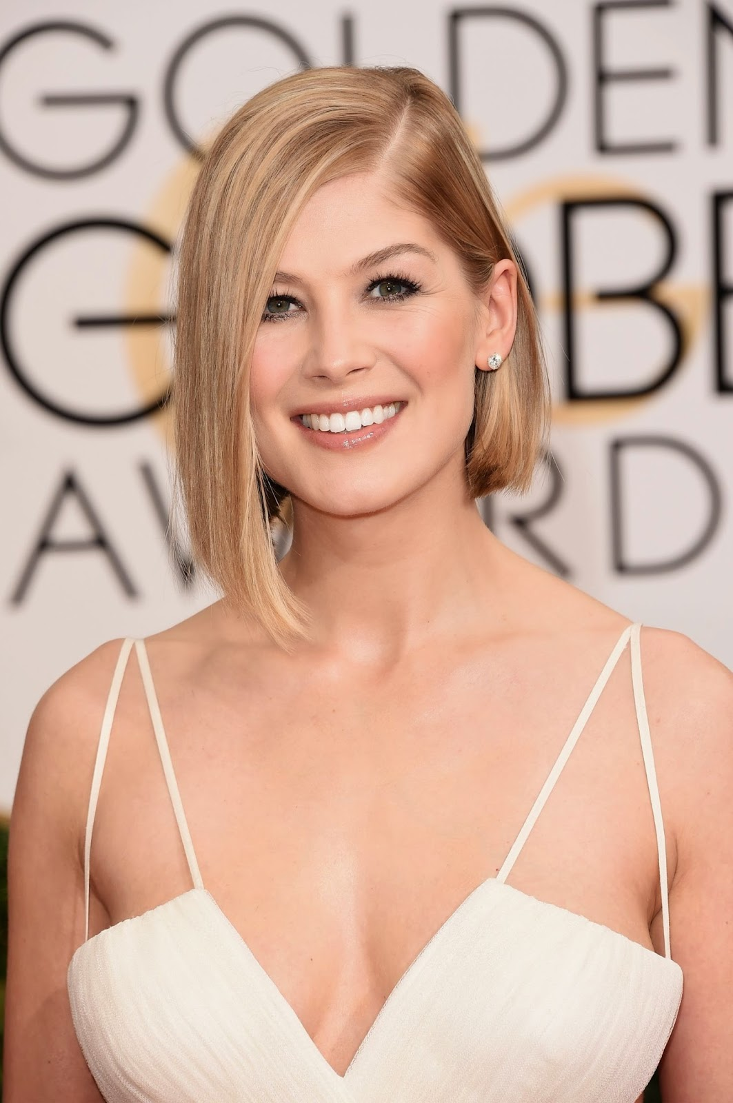 Rosamund Pike at 72nd Annual Golden Globe Awards Dresses ...