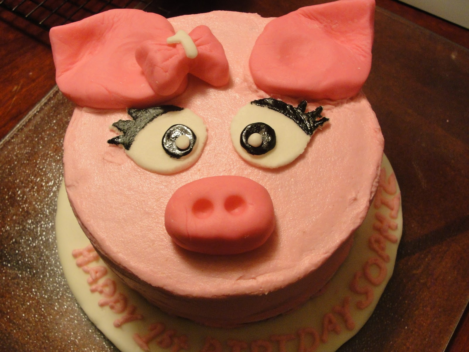 Baby pig eating cake - photo#14
