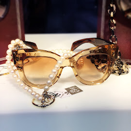 Jacques Mariemage clear sunglasses and LaLoop pearl necklace.