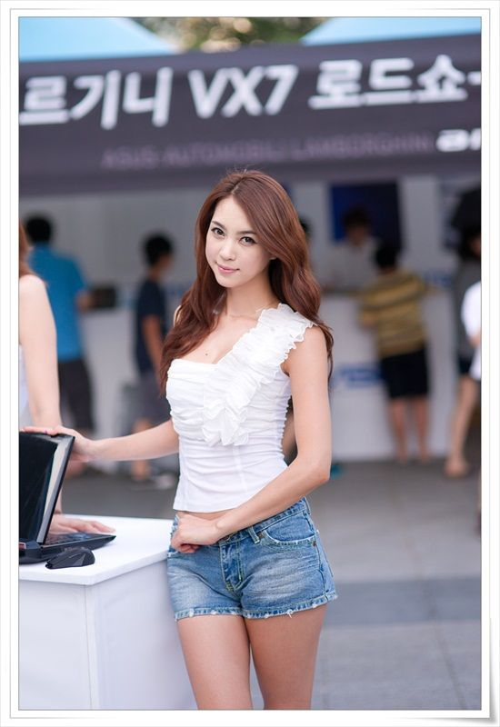 Ju Da Ha in short jeans