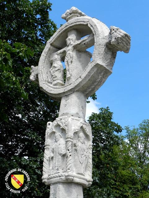 CHATENOIS (88) - Croix-calvaire du vieux cimetière (XVe siècle)