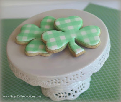 LOVE LOVE LOVE these SHAMROCK COOKIES by SHARON ZAMBITO!