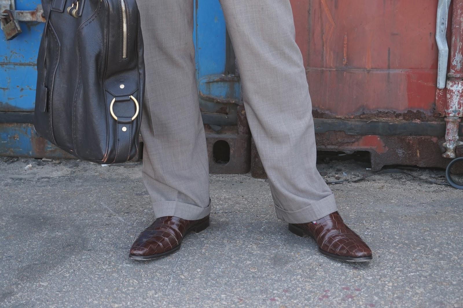 Watsons Winter Wednesday Brown Suit tie shirt professional work clothes men gentlemen bag briefcase Ferragamo leather shoes