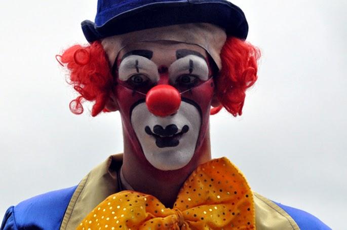Znalezione obrazy dla zapytania klauny atakują dzieci