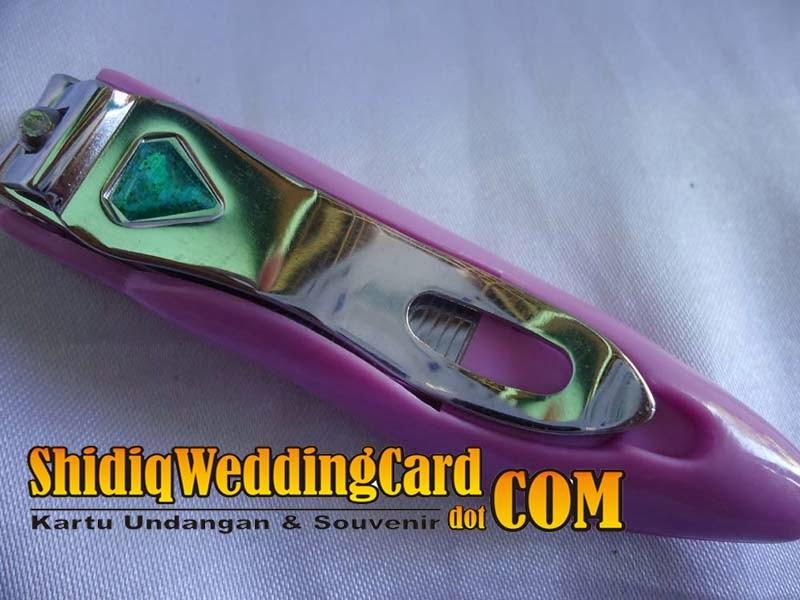 http://www.shidiqweddingcard.com/2014/02/souvenir-gunting-kuku-sepatu_4.html