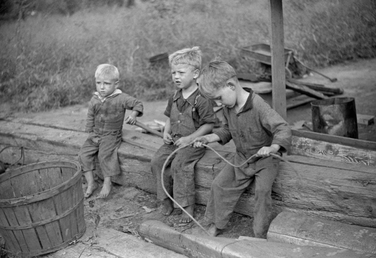 vintage everyday black and white photos of west virginia coal children of riverboat family