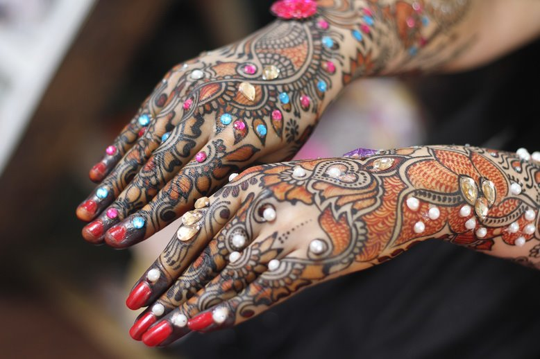 Mehndi Hairstyles Review : Hairstyle review and pictures bridal mehndi designs