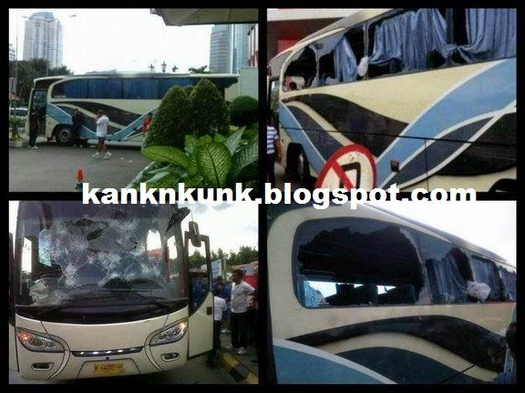 Bus PERSIB MAUNG BANDUNG yang dihadang dan di rusak oleh para jakmania sebelum akan bertanding melawan persija jakarta