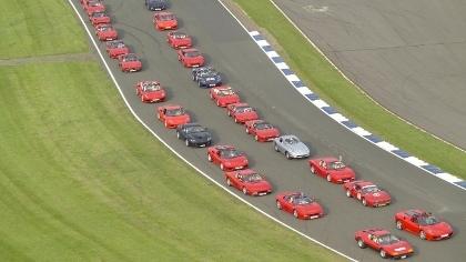 Rekor Parade 1.000 Mobil Ferrari [ www.BlogApaAja.com ]