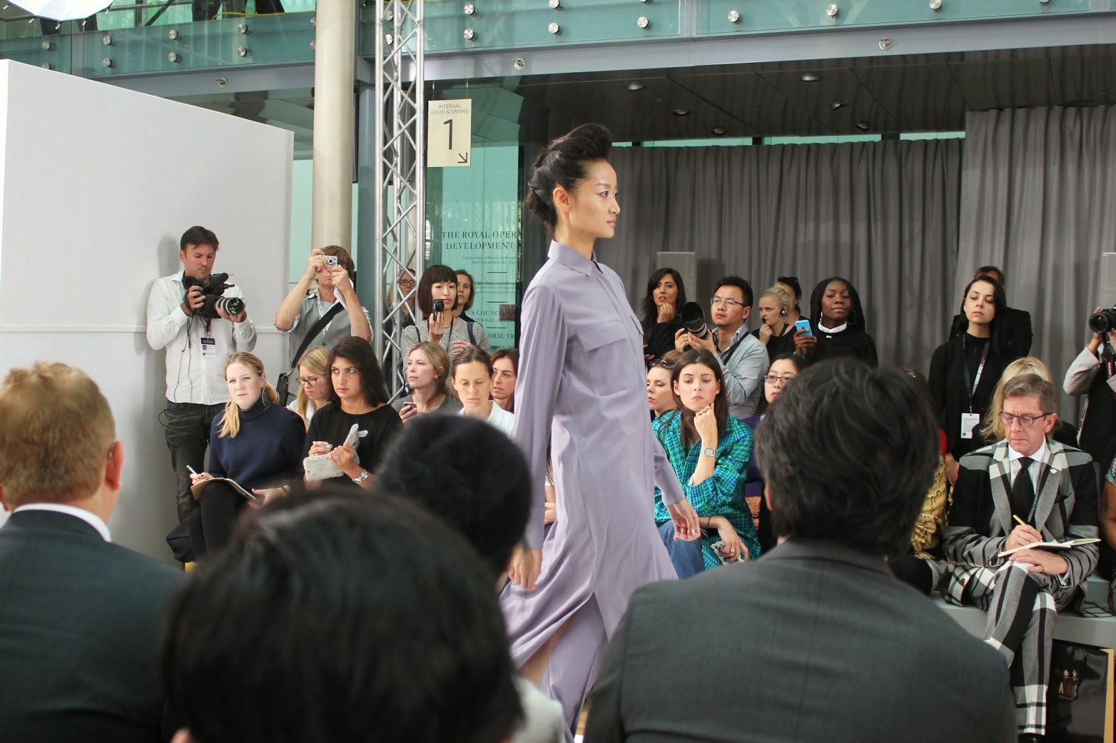 london-fashion-week-2014-lfw-DAKS-show-catwalk-spring-summer-2015-models-clothes-fashion-frow-royal-opera-house-shirt-dress