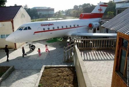 طائرة تتحول لحضانة وتستقبل الطلاب بدلا من الركاب