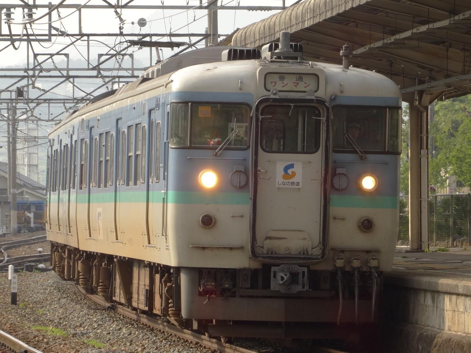 小諸駅に到着するしなの鉄道115系