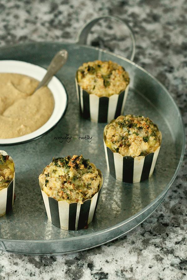 Muffiny śniadaniowe z komosą i jarmużem