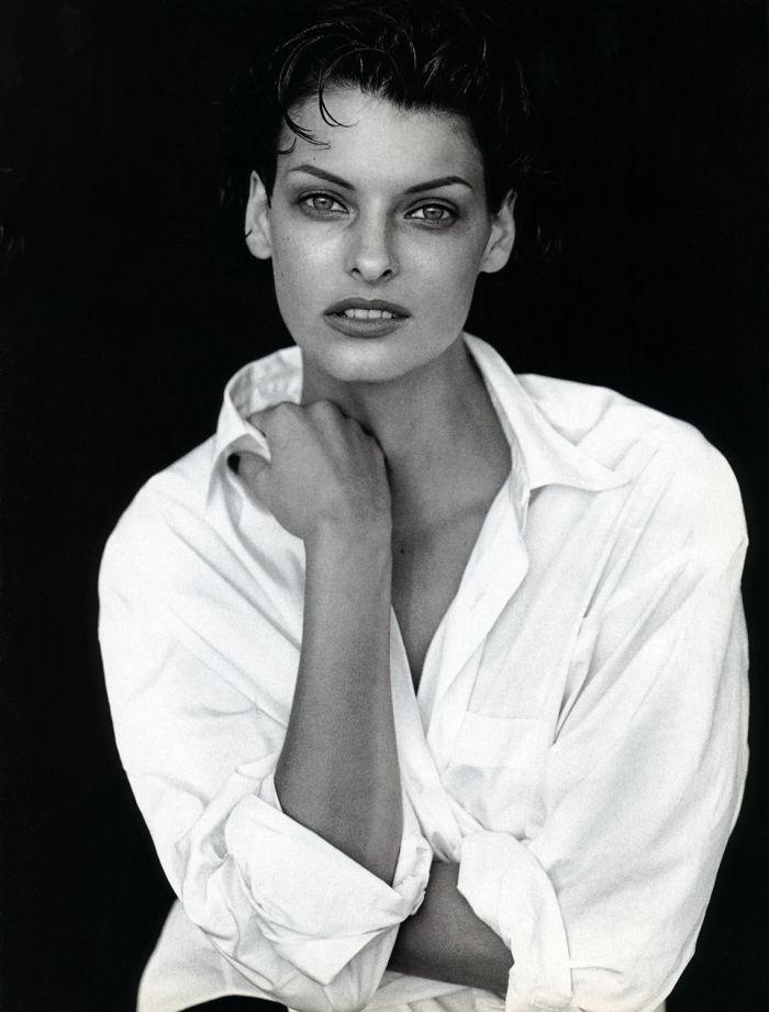 Linda Evangelista photographed by Peter Lindbergh for Vogue Italia / white shirt in fashion editorials / short history of white shirt / wardrobe essentials / via fashioned by love british fashion blog