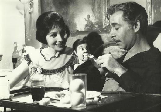 Malvina Pastorino y Narciso Ibáñez Menta en 'La Cigarra no es un bicho'