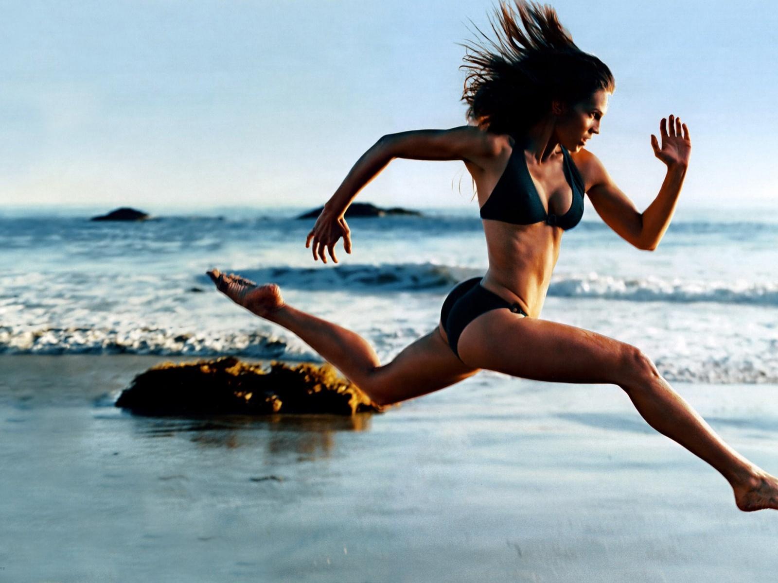 Быстро бегущая женщина