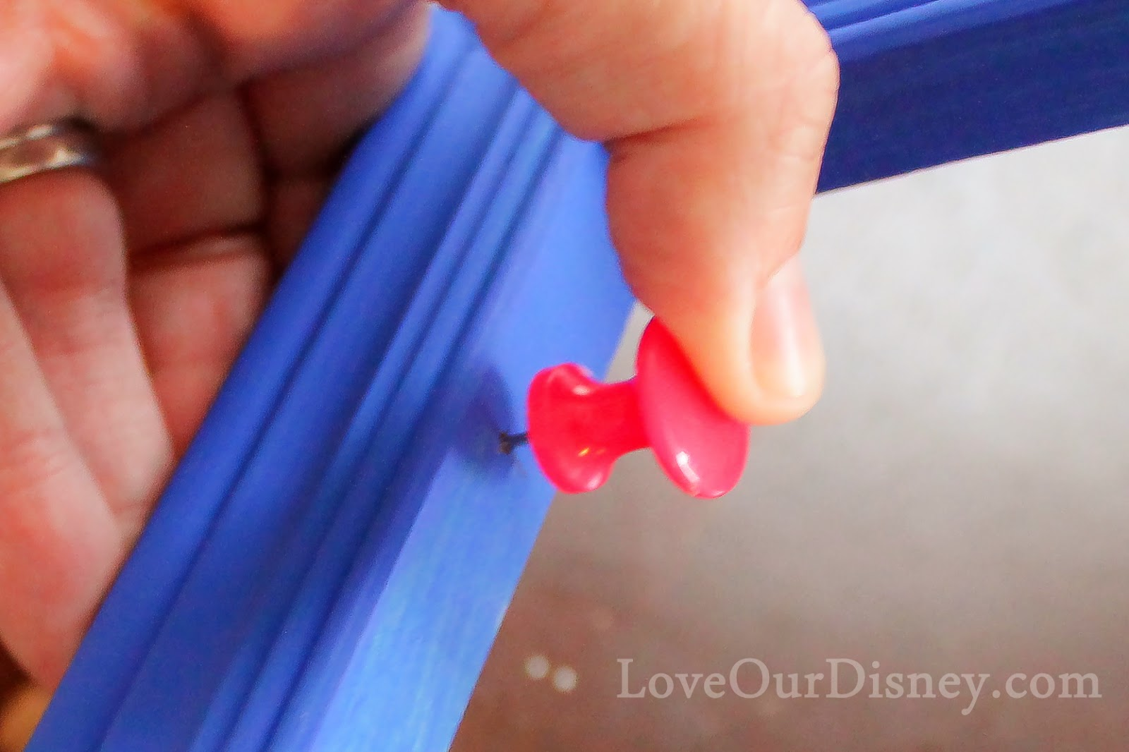 Making a Clothesline Photo Display from LoveOurDisney.com