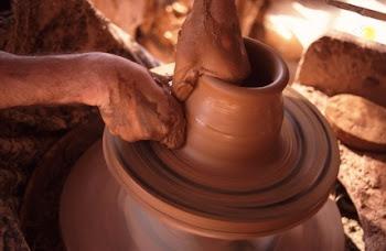 Tus manos me hicieron y me formaron; Hazme entender, y aprenderé tus mandamientos.