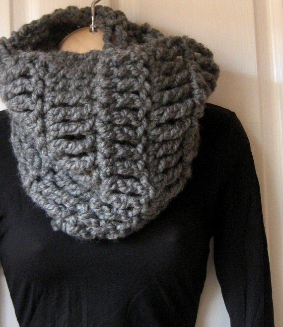 Free Crochet Scarf Patterns For Bulky Yarn : Mel P Designs: Free Super Chunky Cowl Crochet Pattern