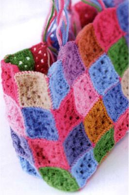 Сумочка из разноцветных квадратиков