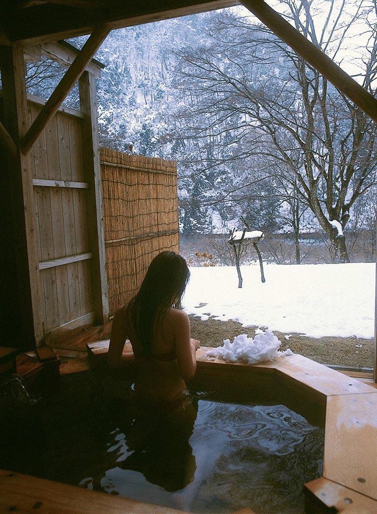 nozomi sasaki sexy red bikini photos 09