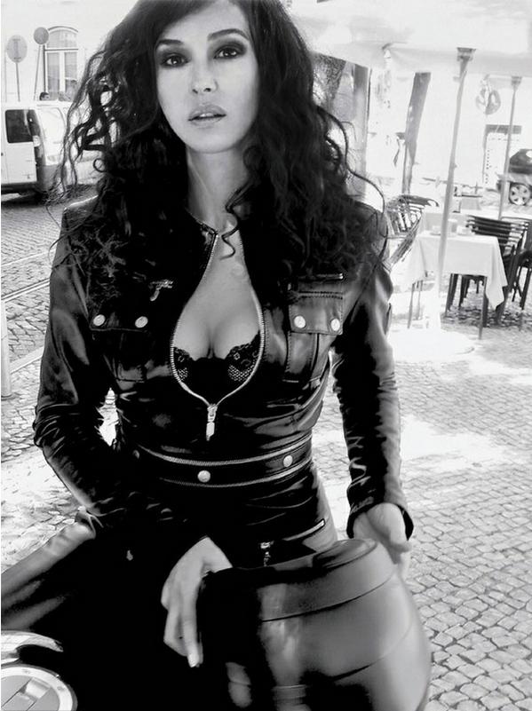 Christina aguilera naked breasts