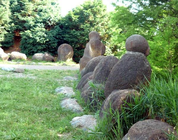 камни трованты много