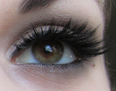 http://chroniquedunemakeupaddict.blogspot.com/2012/04/make-up-de-soiree-avec-son-cheri.html