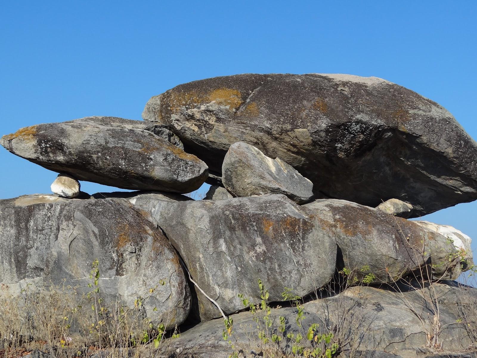 Resultado de imagem para muitas pedras grandes