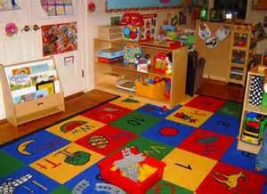 Tema ruangan yang mengusung gagasan anak – anak  Dekorasi kamar ini yaitu sisi paling awal sekalian paling penting dalam menentukan desain interior ruangan bermain Anak Anda menuju dewasa