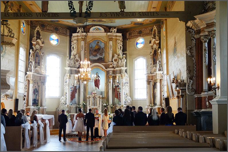 Švč. Mergelės Marijos Ėmimo į dangų bažnyčia.